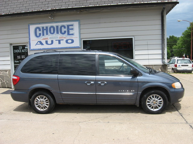 2001 Chrysler Town & Country  - Choice Auto