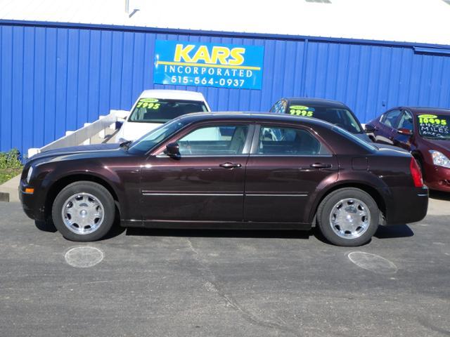 2005 Chrysler 300  - Kars Incorporated