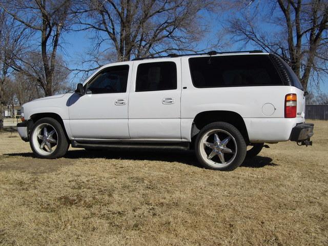 2001 Chevrolet Suburban  - Family Motors, Inc.