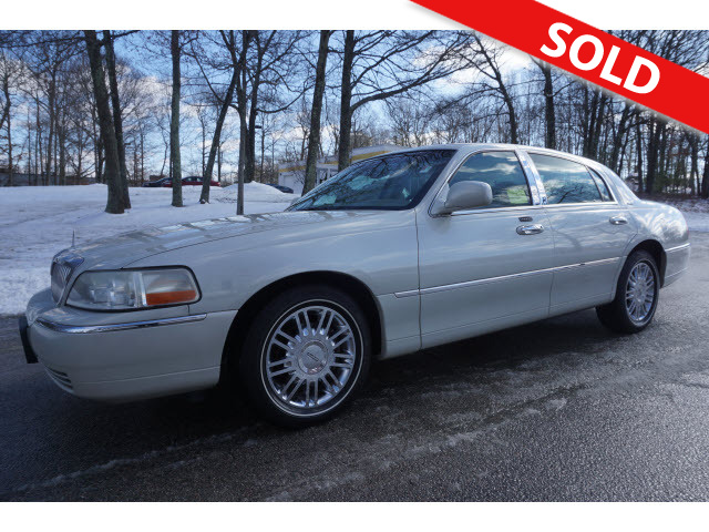 2006 Lincoln Town Car  - Classic Auto Sales