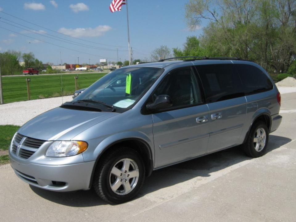 2005 Dodge Caravan  - Merrills Motors