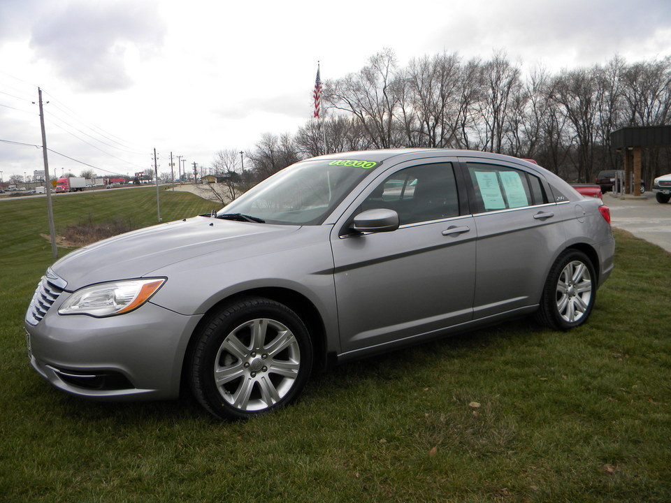 2013 Chrysler 200  - Merrills Motors
