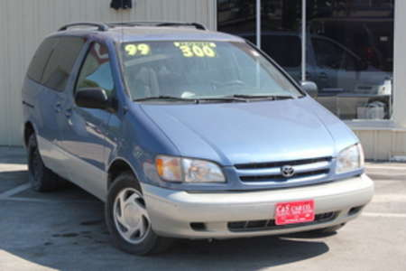 1999 Toyota Sienna XLE for Sale  - R14316  - C & S Car Company