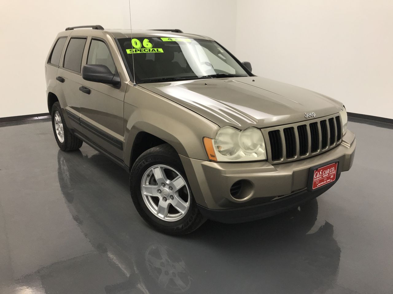 cherokee jeep 2006 grand laredo 4wd confirm availability showing company
