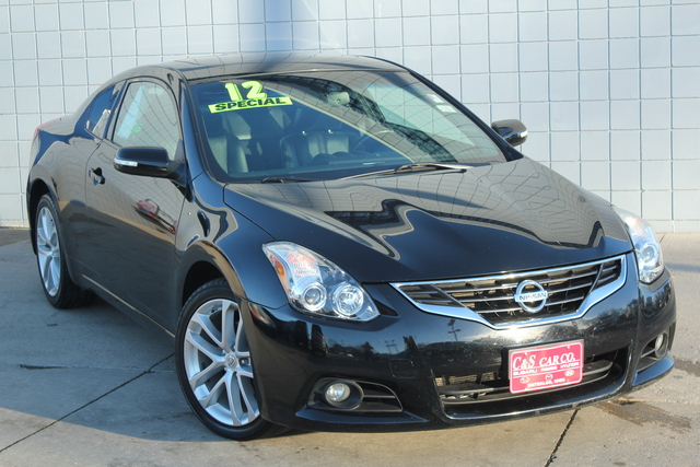 2012 nissan altima 3 5sr coupe stock 14410b waterloo ia. Black Bedroom Furniture Sets. Home Design Ideas