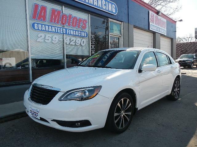 2014 Chrysler 200/Strip/Resize?Resize:geometry=480x480&set:Quality=60