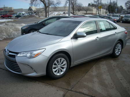 2015 Toyota Camry LE for Sale  - 502155  - Moss Motors