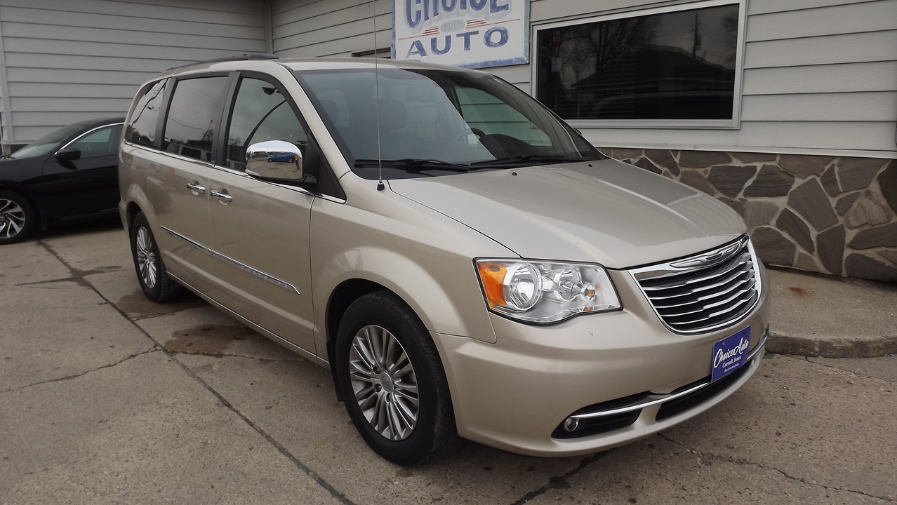 2013 Chrysler Town & Country  - Choice Auto