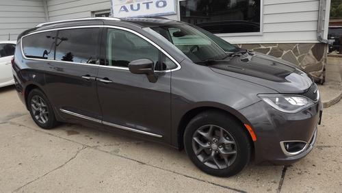 2017 Chrysler Pacifica  - Choice Auto