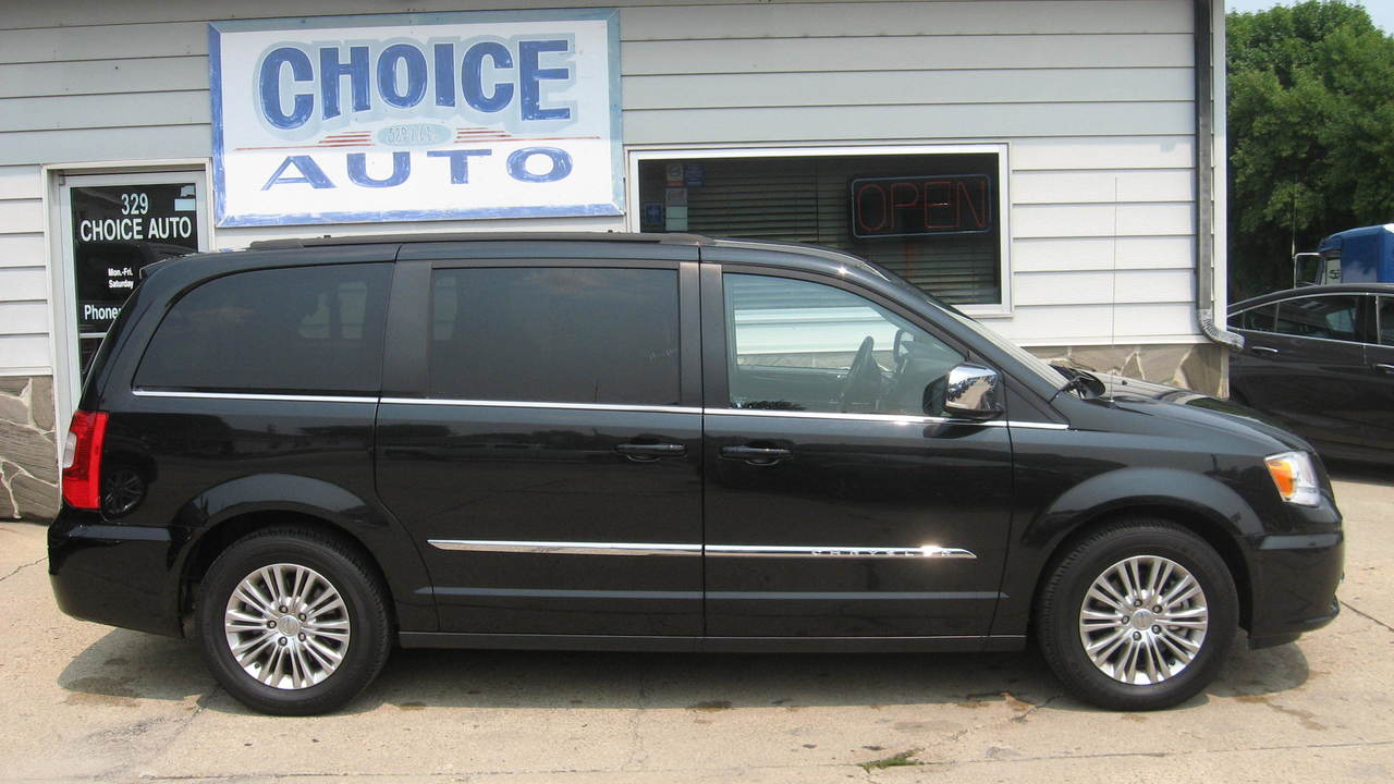 2015 Chrysler Town & Country  - Choice Auto