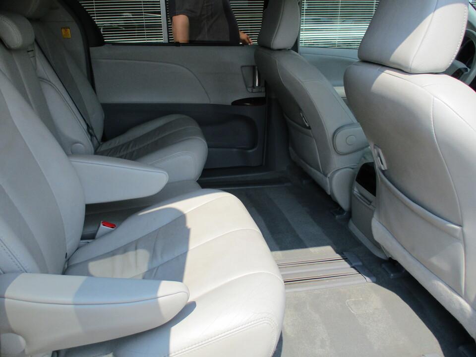 2012 Toyota Sienna  - Choice Auto