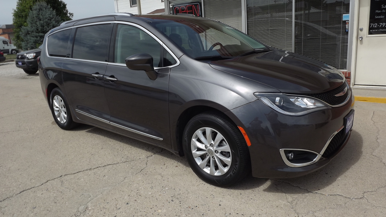 2019 Chrysler Pacifica Touring L  - 161160  - Choice Auto