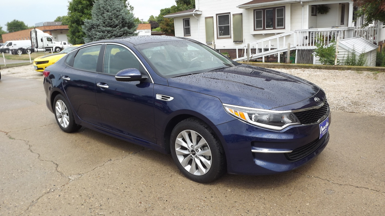 2017 Kia Optima LX  - 161143  - Choice Auto