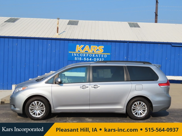 2011 Toyota Sienna  - Kars Incorporated