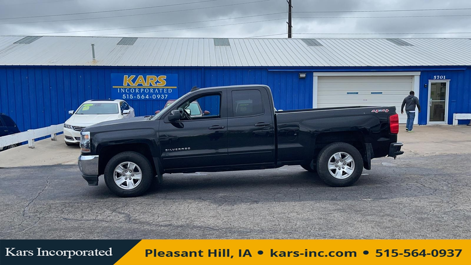 2017 Chevrolet Silverado 1500 LT 4WD  - H42096P  - Kars Incorporated