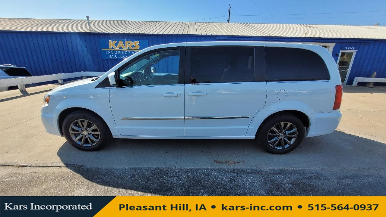 2015 Chrysler Town & Country S  - F61876P  - Kars Incorporated