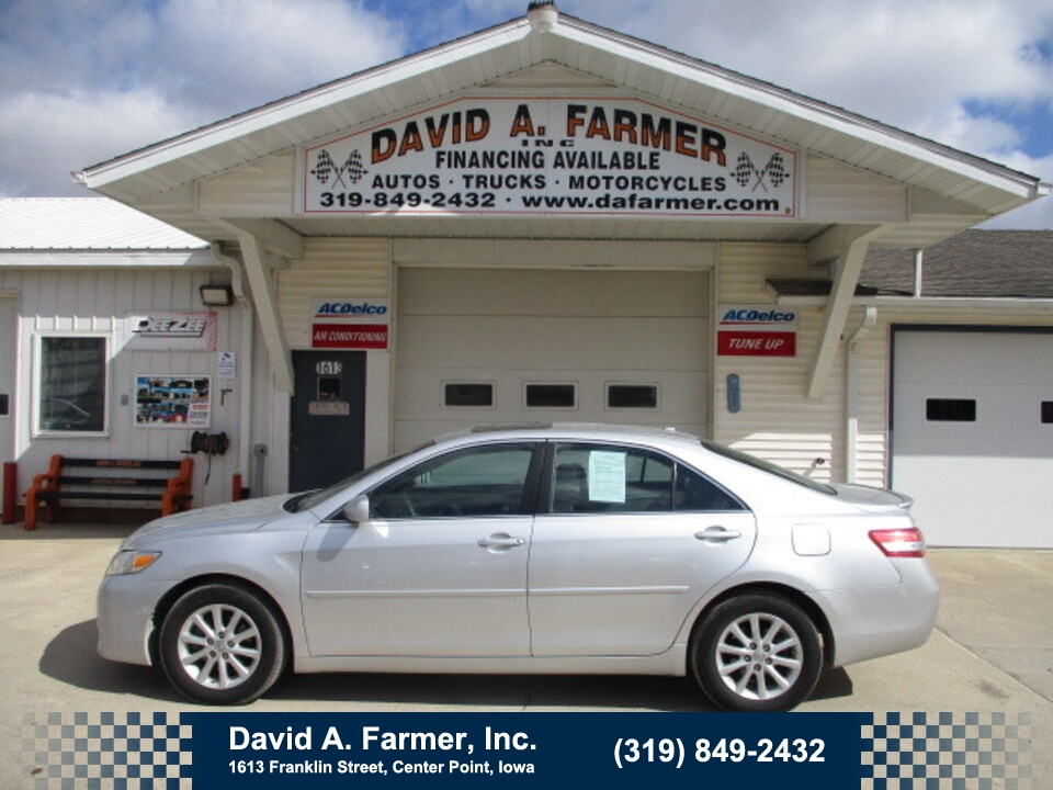2011 Toyota Camry XLE 4 Door**1 Owner/Leather/Sunroof/Navigation**  - 4892  - David A. Farmer, Inc.