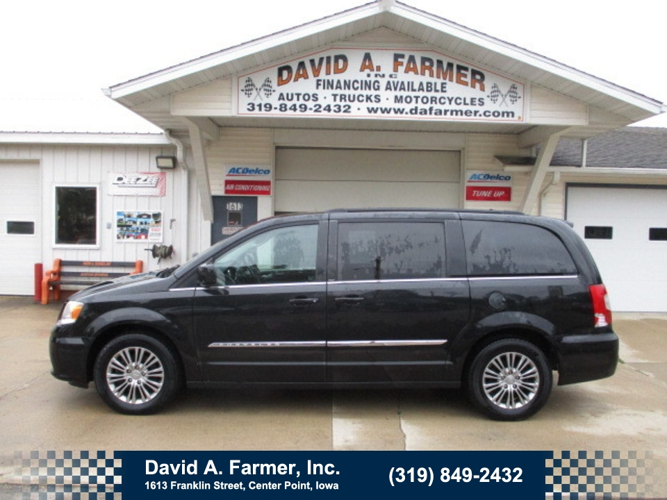 2014 Chrysler Town & Country  - David A. Farmer, Inc.