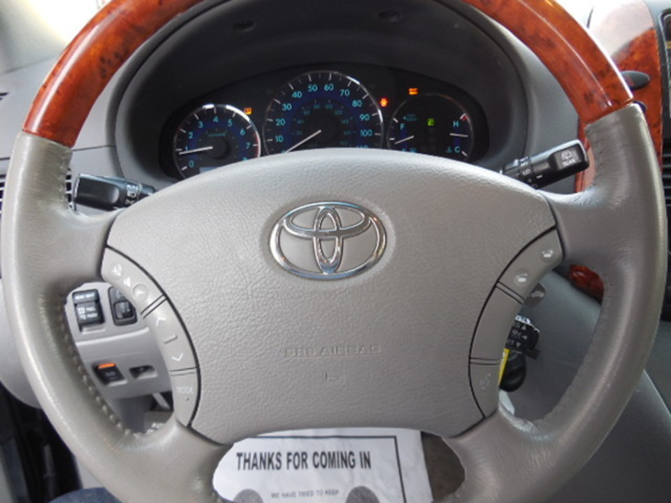 2009 Toyota Sienna  - Corona Motors