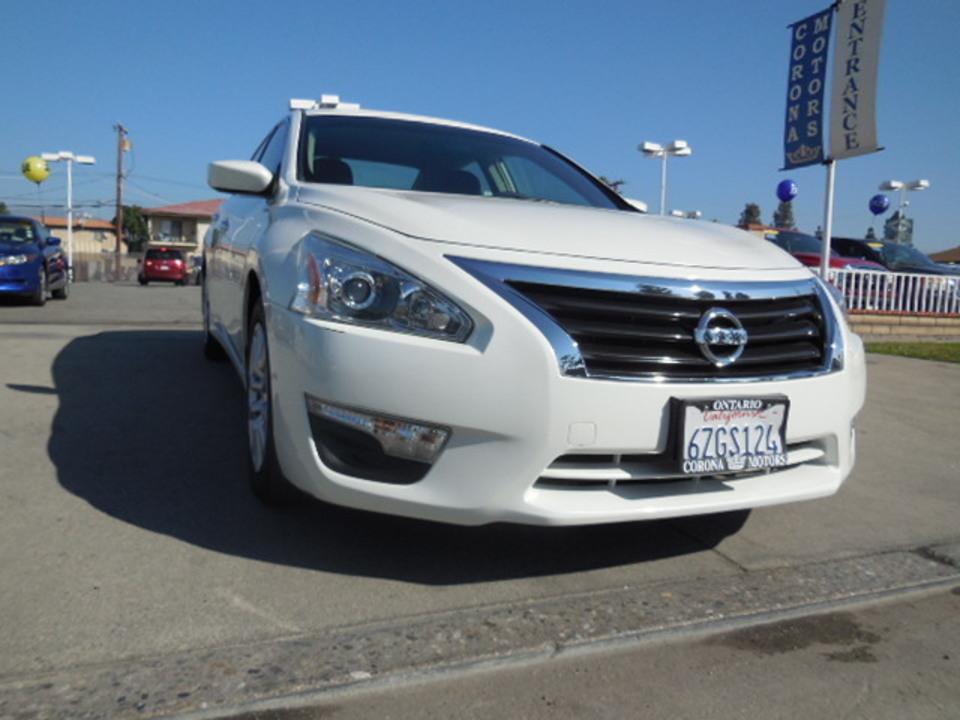 2013 Nissan Altima  - Corona Motors