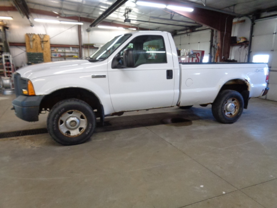 2005 Ford F-250 XL Regular Cab 4x4  - 731  - West Side Auto Sales
