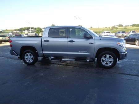 2016 Toyota Tundra CrewMax SR5 4WD for Sale  - 697  - West Side Auto Sales