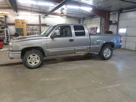 2006 Chevrolet Silverado 1500 Extended Cab LS 4x4 for Sale  - 723  - West Side Auto Sales