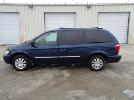 2005 Chrysler Town & Country Passenger Van Touring Front Wheel Drive for Sale  - 3660  - Auto Drive Inc.