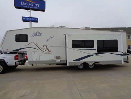 2003 Thor Jazz 2810 BH 31 foot by 8 foot 5th wheel trailer with 2 slides for Sale  - 2102  - Auto Drive Inc.