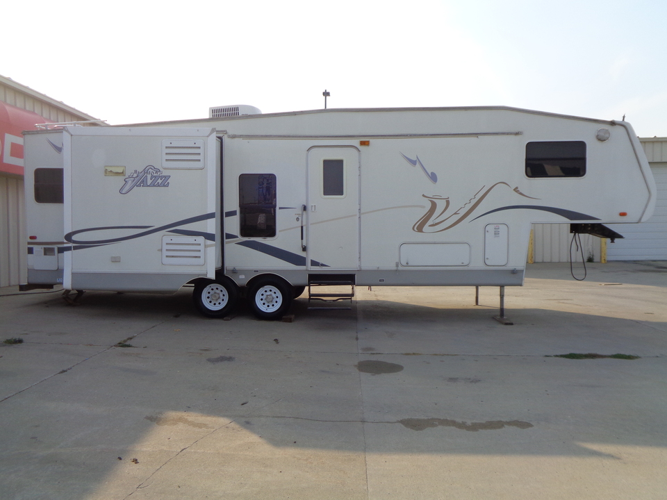 2003 Thor Jazz 2810 BH Fifth Wheel, 2 Slides, Queen Bed  - 2102  - Auto Drive Inc.