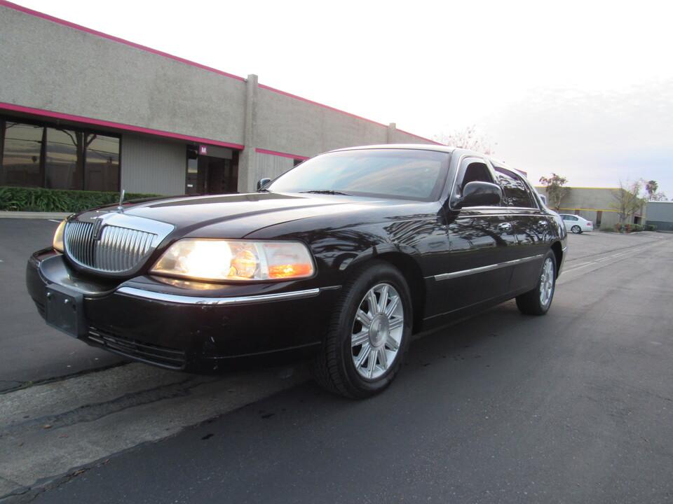 2011 Lincoln Town Car Signature Limited/black  - 7826  - AZ Motors