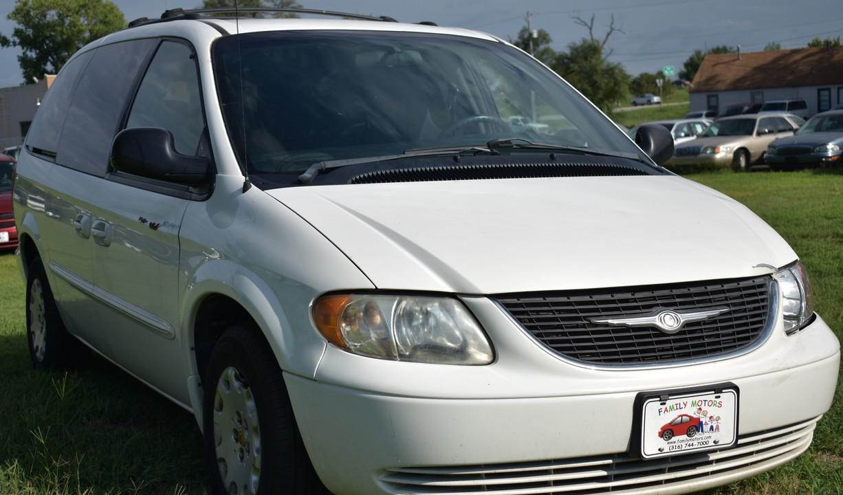 2002 Chrysler Town & Country  - Family Motors, Inc.