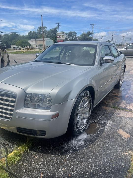 2006 Chrysler 300 C-HEMI  - FLL4299RRR  - Family Motors, Inc.