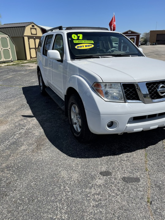 2007 Nissan Pathfinder SE  - LLL4348R  - Family Motors, Inc.