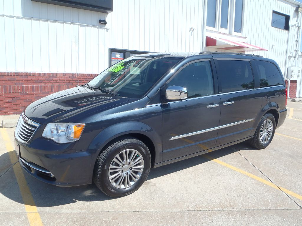 2014 Chrysler Town & Country  - Martinson's Used Cars, LLC