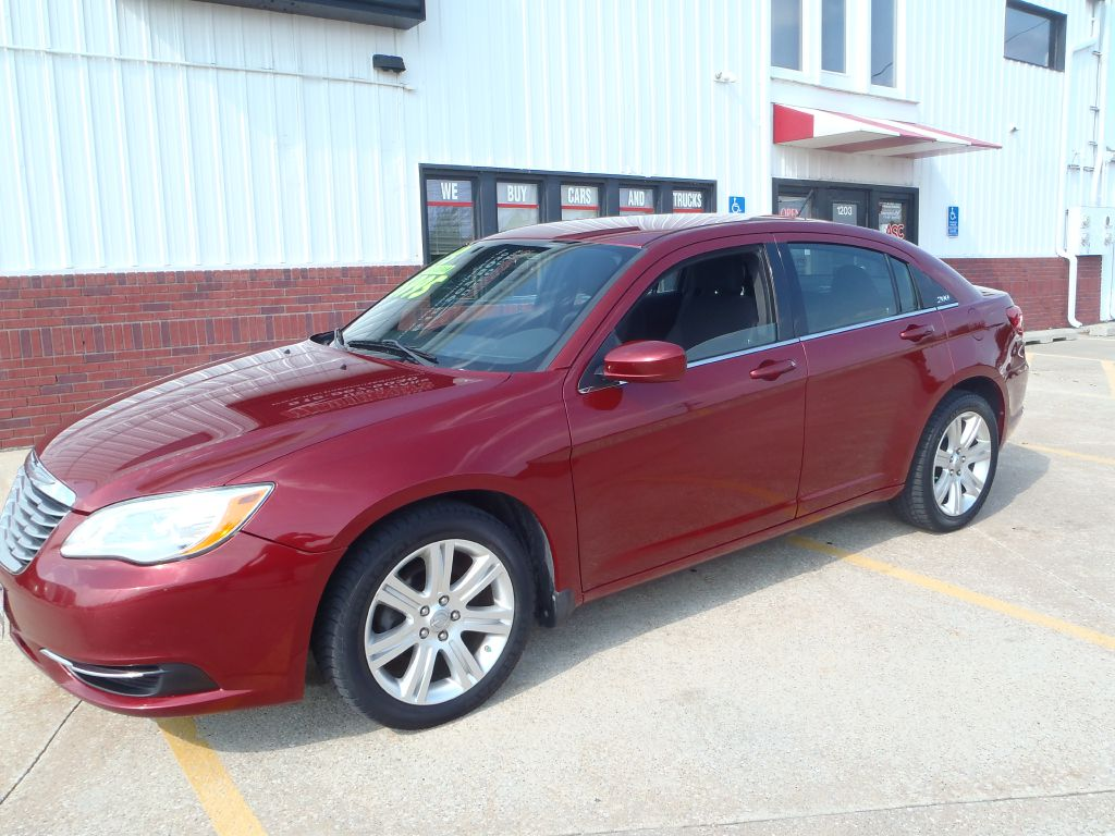 2013 Chrysler 200 LX  - 669751  - Martinson's Used Cars, LLC