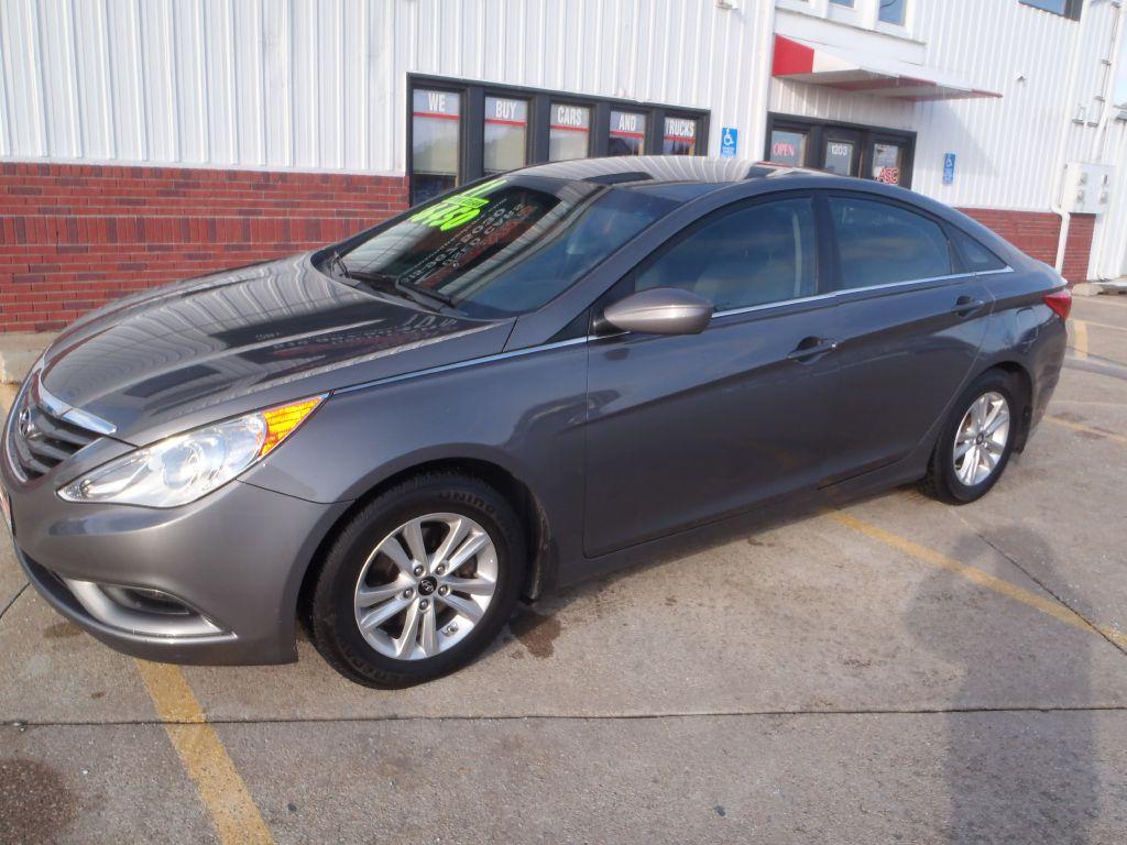 2011 Hyundai Sonata  - Martinson's Used Cars, LLC