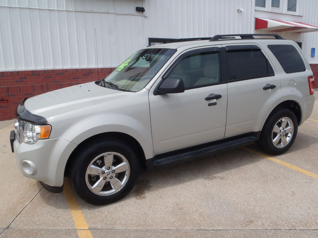 2009 Ford Escape XLT  - 13291  - Martinson's Used Cars, LLC