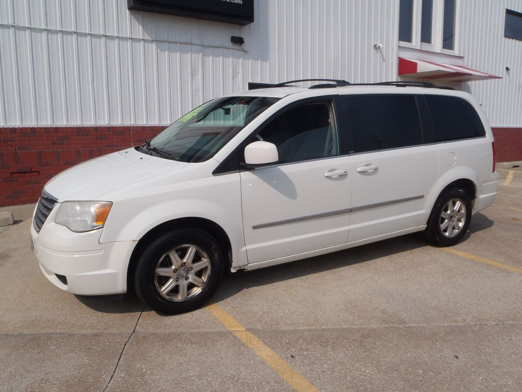 2009 Chrysler Town & Country  - Martinson's Used Cars, LLC