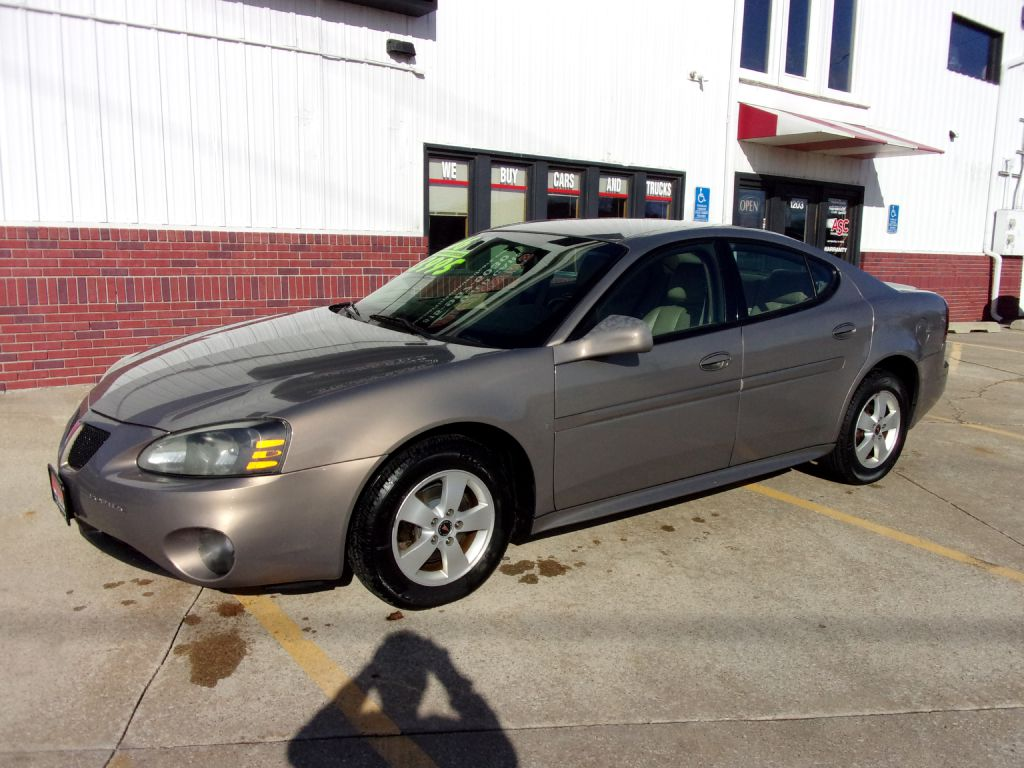 2006 Pontiac Grand Prix  - 244088  - Martinson's Used Cars, LLC