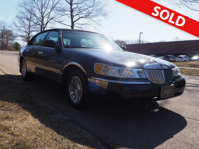 1999 Lincoln Town Car Signature  - 600493  - Classic Auto Sales