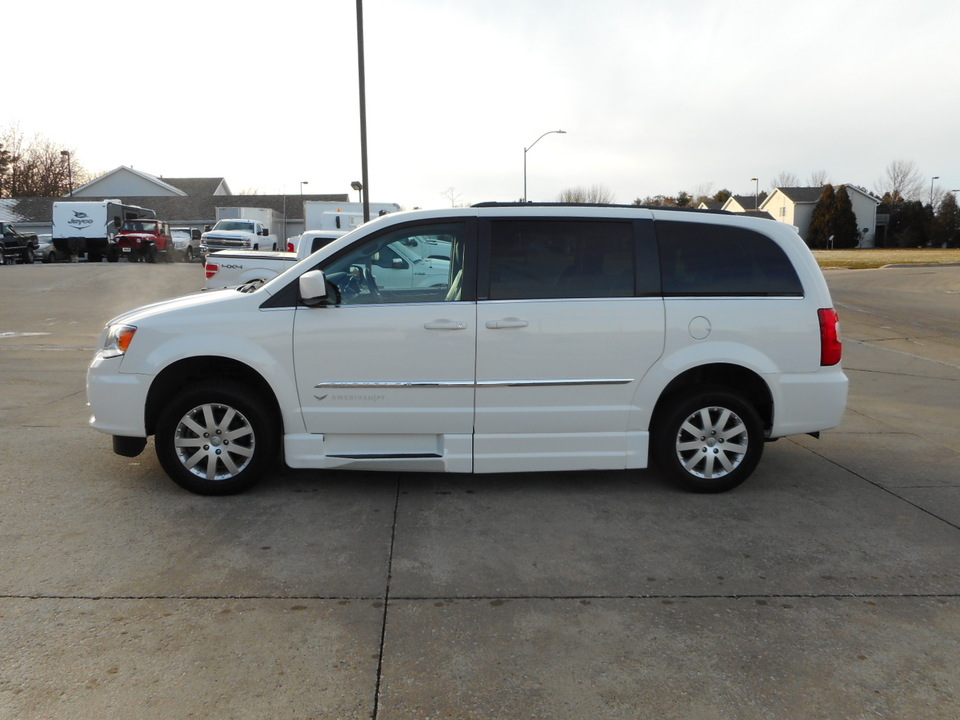 2013 Chrysler Town & Country Touring Wheelchair Van  - PS40892  - Nelson Automotive