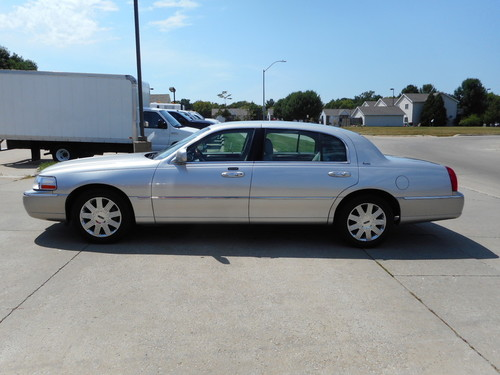 2003 Lincoln Town Car  - Nelson Automotive