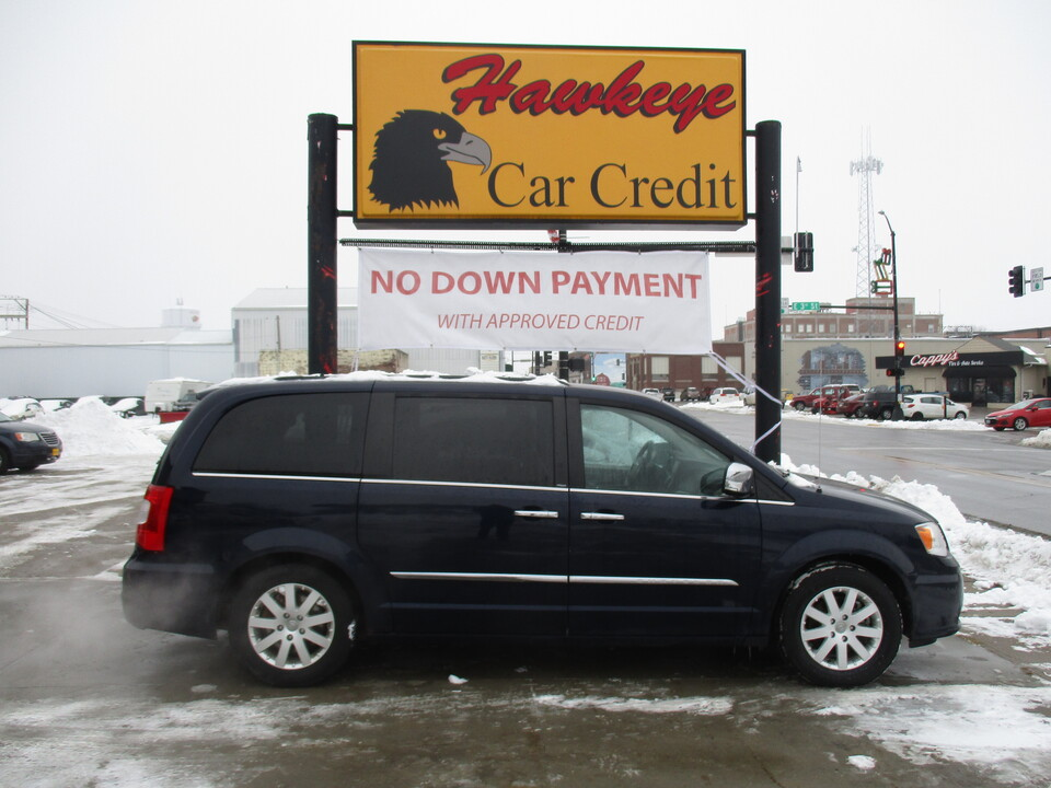 2012 Chrysler Town & Country  - 3839  - Hawkeye Car Credit - Newton