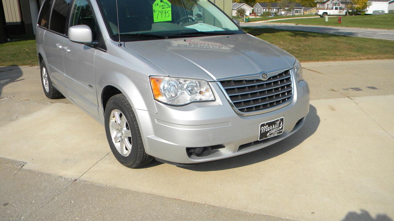 2008 Chrysler Town & Country  - Merrills Motors