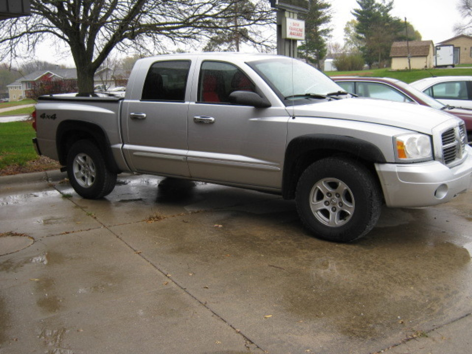 2005 Dodge Dakota  - Merrills Motors