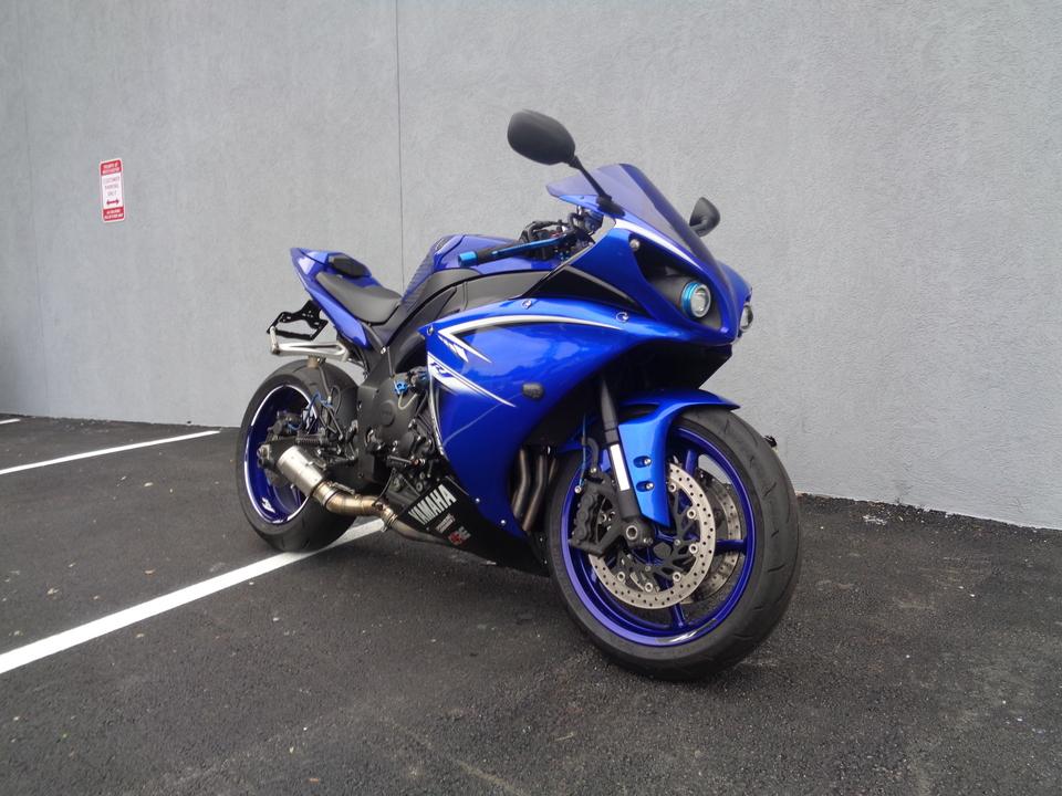 2009 Yamaha YZF-R1  - Triumph of Westchester