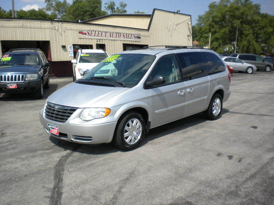 2005 Chrysler Town & Country  - Select Auto Sales