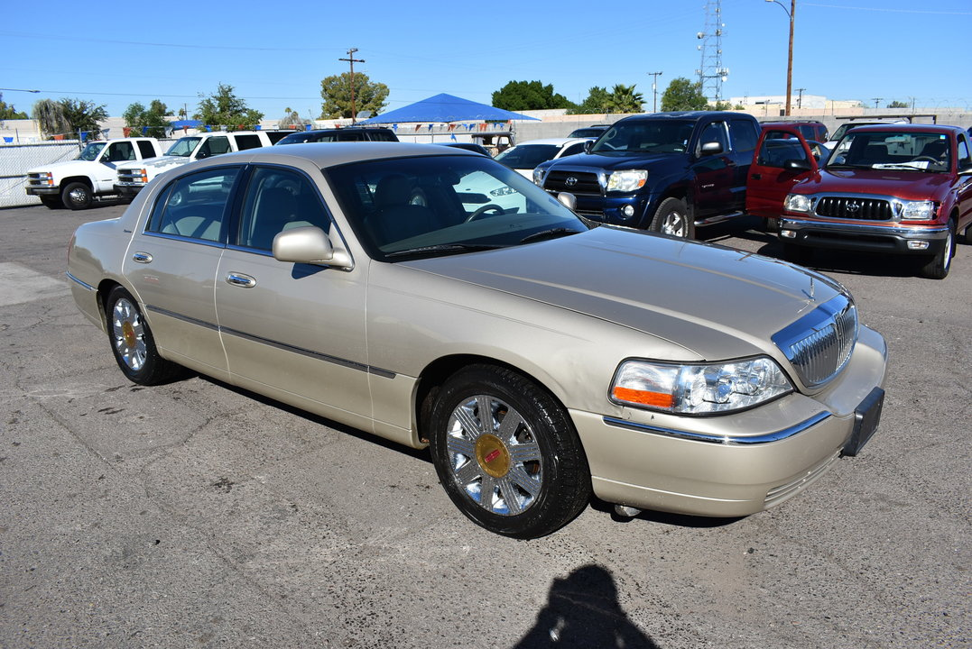 2005 Lincoln Town Car  - Dynamite Auto Sales