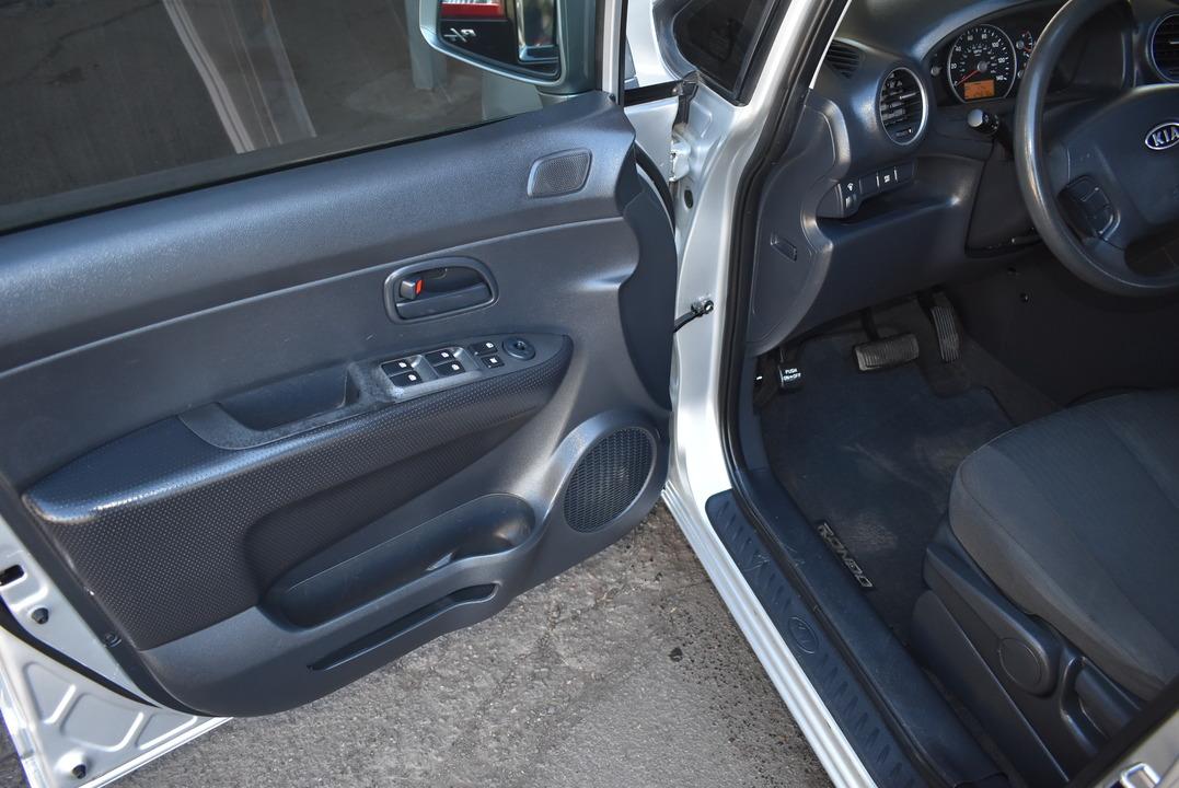 2010 Kia Rondo  - Dynamite Auto Sales
